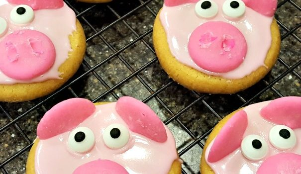 Peppa Pig Party Ideas With Decorated Pig Cookies!